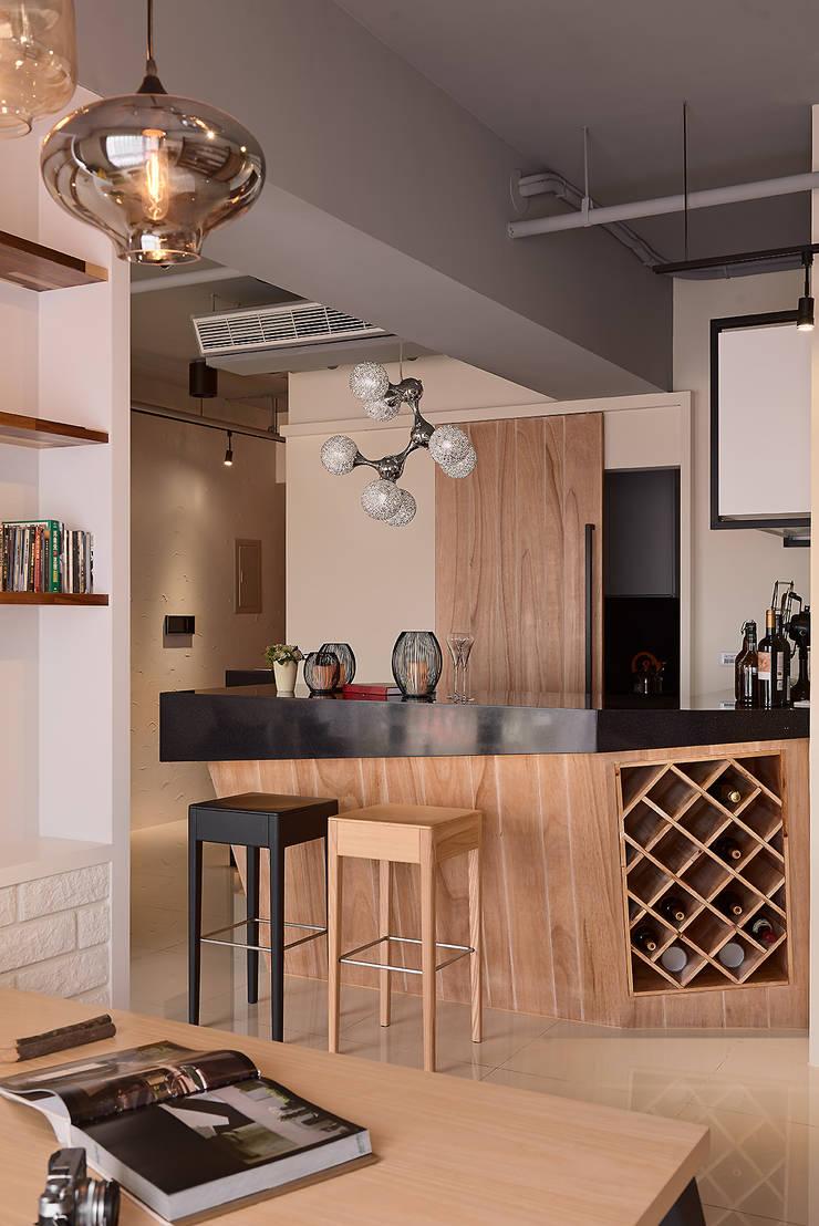 Q:喜歡與朋友相聚!:  餐廳 by 趙玲室內設計