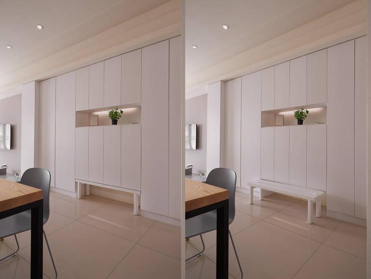 Q:設計兼具實用、收納,不浪費空間。:  走廊 & 玄關 by 趙玲室內設計