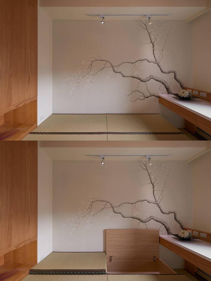 Q:榻榻米 + 收納。:  臥室 by 趙玲室內設計