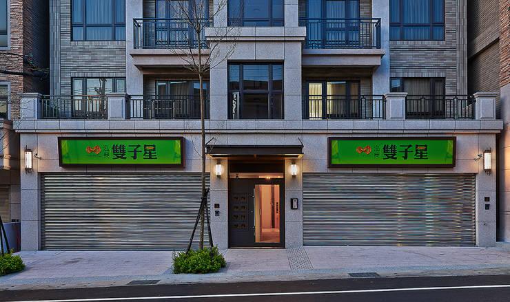 Single family home by 趙玲室內設計