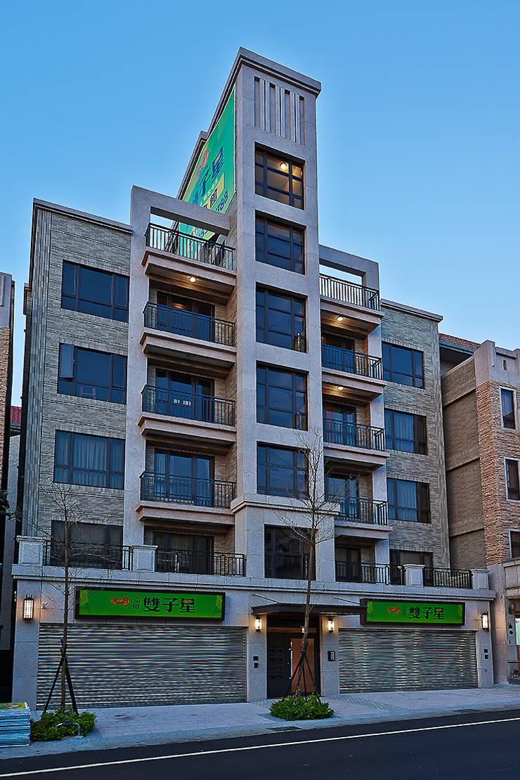 Casa unifamiliare in stile  di 趙玲室內設計