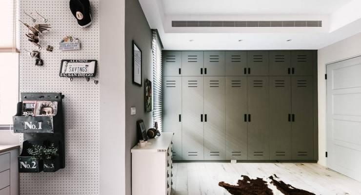 家,就是最真實的美好-百葉簾.蜂巢簾:  走廊 & 玄關 by MSBT 幔室布緹