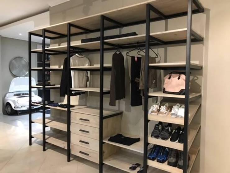 Modern BIC:  Bedroom by Universal Kitchens & Granite