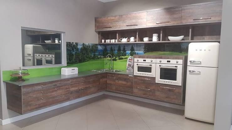 Industrial Kitchen:  Kitchen units by Universal Kitchens & Granite