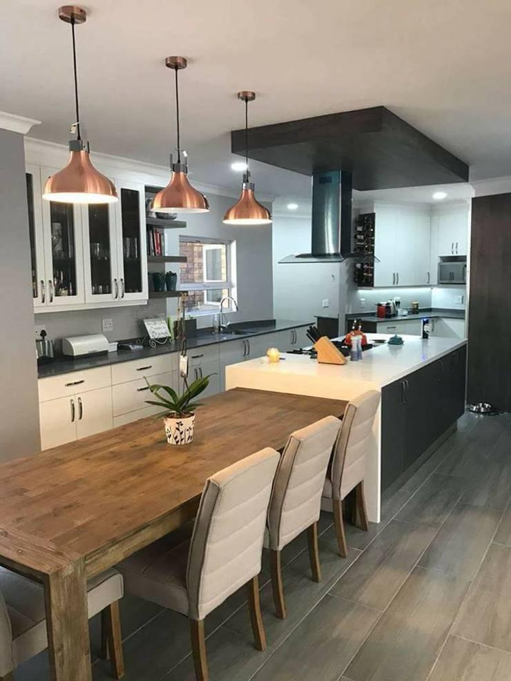 Contemporary Kitchen :  Kitchen units by Universal Kitchens & Granite