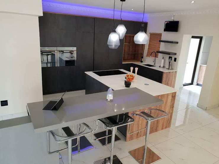 Modern Contemporary Kitchen:  Kitchen by Universal Kitchens & Granite, Modern Engineered Wood Transparent
