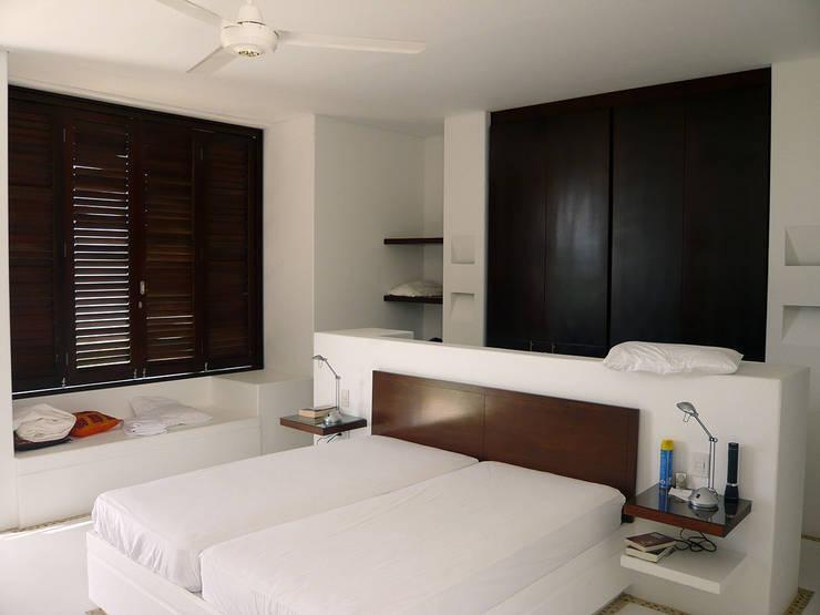 CASA MESA DE YEGUAS V-40: Habitaciones de estilo  por NOAH Proyectos SAS, Moderno Concreto
