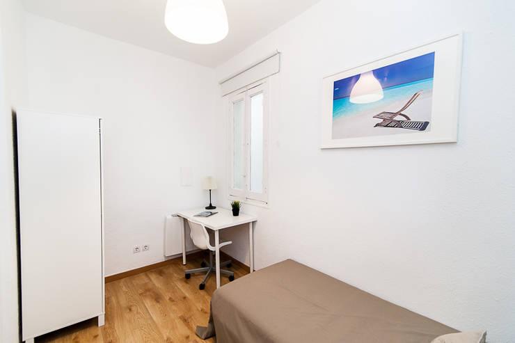 Dormitorio individual.: Dormitorios pequeños de estilo  de Ponytec