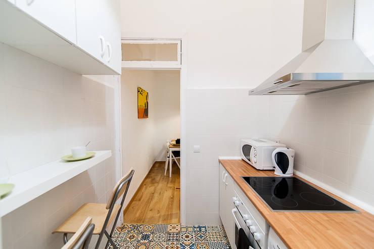 Cocina: Cocinas pequeñas de estilo  de Ponytec