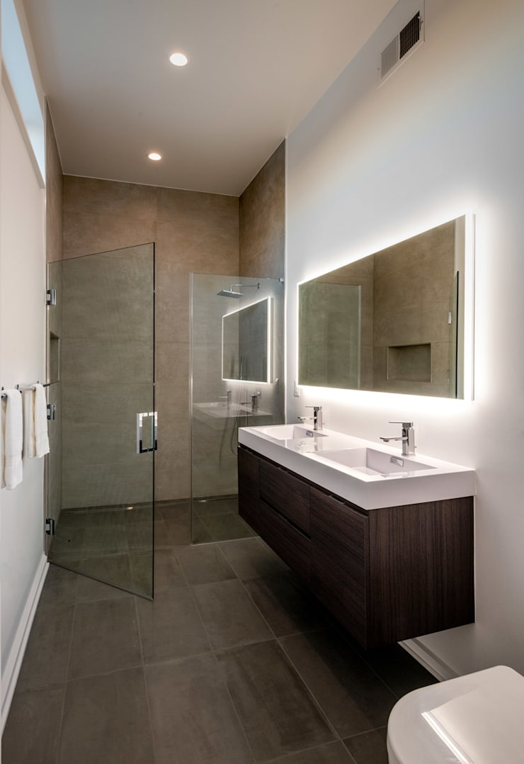 Kenyon St:  Bathroom by KUBE Architecture