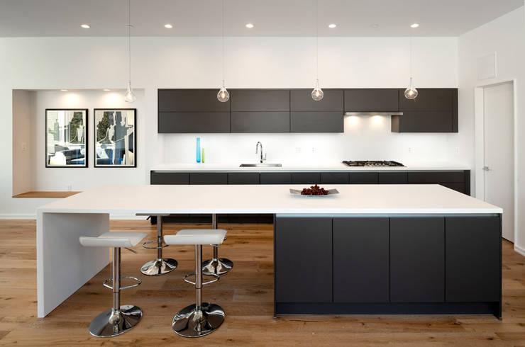 Kenyon St: modern Kitchen by KUBE Architecture
