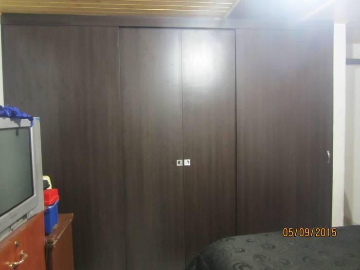 CLOSET: Dormitorios de estilo  por A G ARTEMUEBLE,