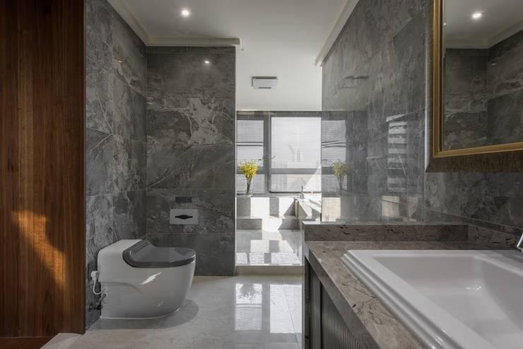 擁抱的姿態:  浴室 by 雅群空間設計