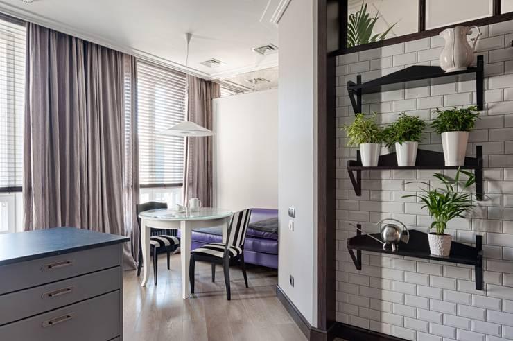 Реализованный проект интерьеров квартиры 159 кв. метров на Суворовском проспекте: Столовые комнаты в . Автор – интерьеры от частного дизайнера