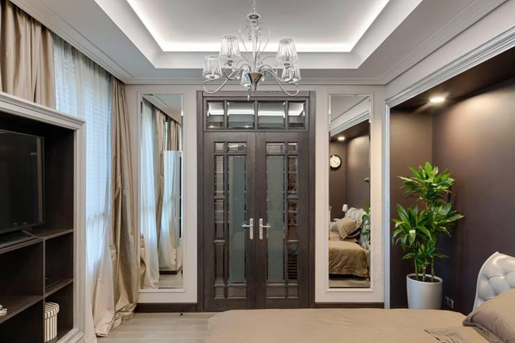Реализованный проект интерьеров квартиры 159 кв. метров на Суворовском проспекте: Спальни в . Автор – интерьеры от частного дизайнера