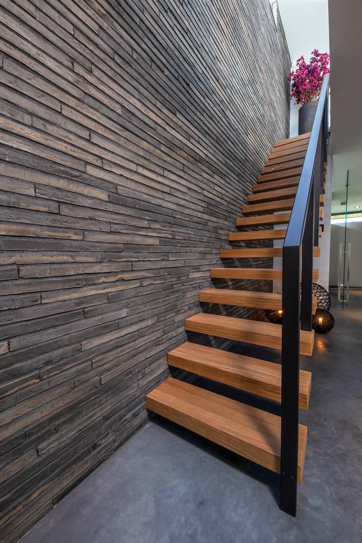Woonhuis MNRS Eindhoven :  Trap door 2architecten, Modern