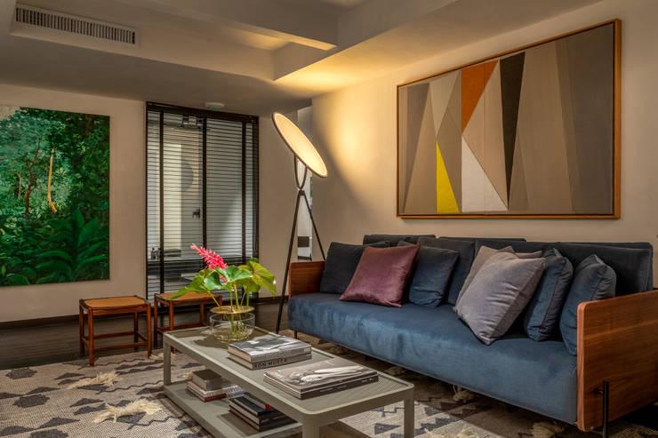 Wohnzimmer von Gisele Taranto Arquitetura, Modern