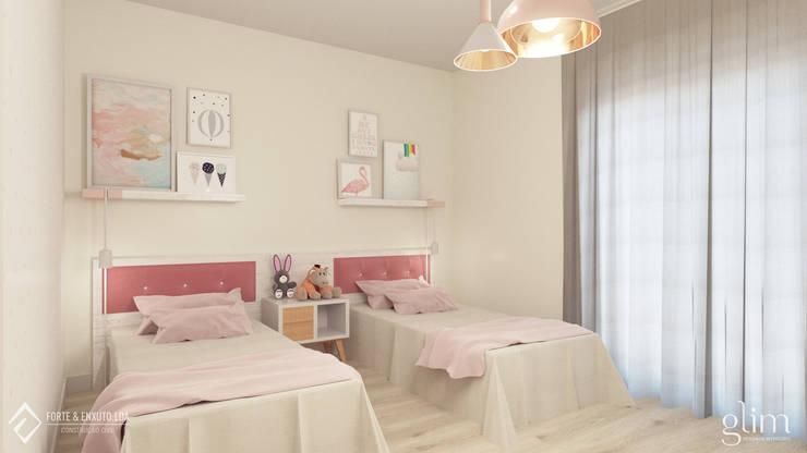 QUARTO DE MENINA: Quarto de crianças  por Glim - Design de Interiores
