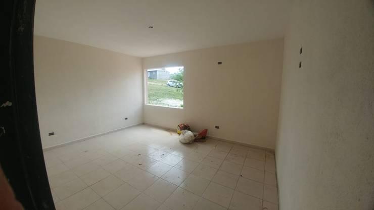 V162 Moderna casa a Estrenar: Dormitorios de estilo  por Cortinez Lourenço Consultora Inmobiliaria