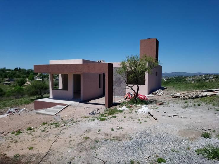 V162 Moderna casa a Estrenar: Casas de estilo  por Cortinez Lourenço Consultora Inmobiliaria