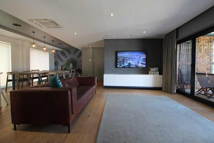 Lounge (Normal):  Living room by Projector & Sound Services (PTY) Ltd