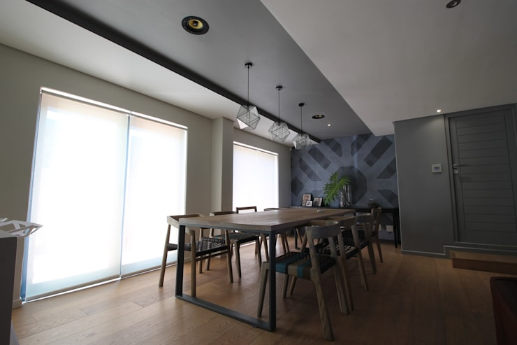 Dining Area (Grills Off):  Dining room by Projector & Sound Services (PTY) Ltd