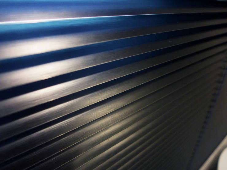 下雨莫驚慌!用防水窗簾就不用怕!–Lansin 珠鍊式鋁百葉簾:  窗戶與門 by MSBT 幔室布緹