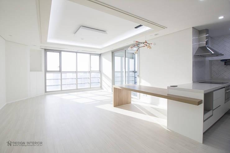 동탄인테리어 동탄메타폴리스 40평 아파트 인테리어 by.n디자인인테리어: N디자인 인테리어의  거실,모던