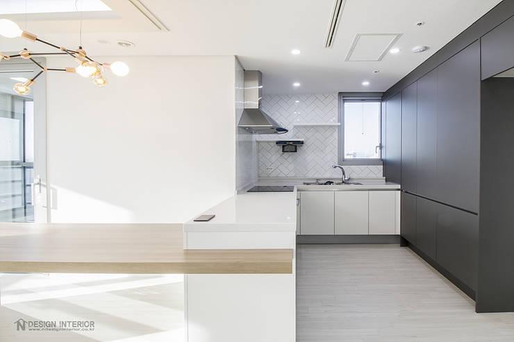 동탄인테리어 동탄메타폴리스 40평 아파트 인테리어 by.n디자인인테리어: N디자인 인테리어의  주방,모던