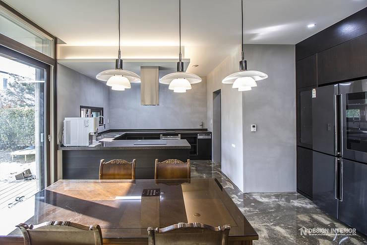 동탄인테리어 빈티지 모던스타일로 연출한 어반뷰 타운하우스 고급주택 아파트인테리어 by.n디자인인테리어: N디자인 인테리어의  주방