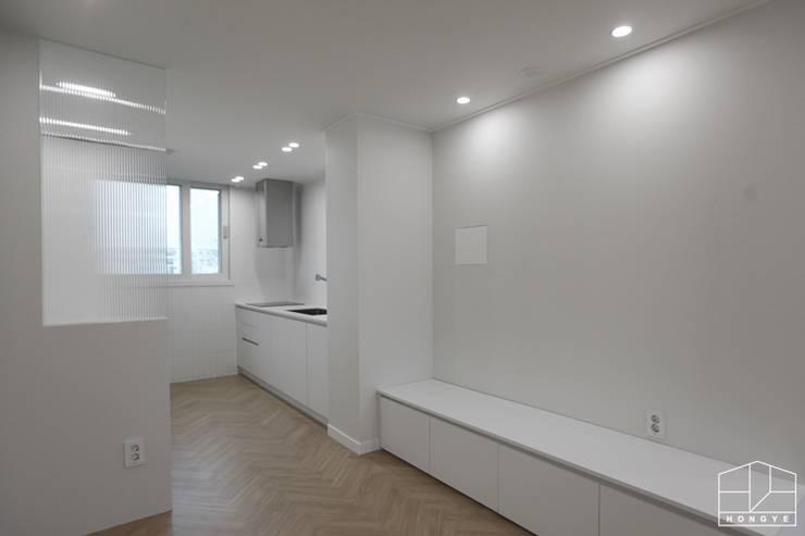 따스한 분위기의 압구정 현대아파트 32py _ 이사 전: 홍예디자인의  다이닝 룸