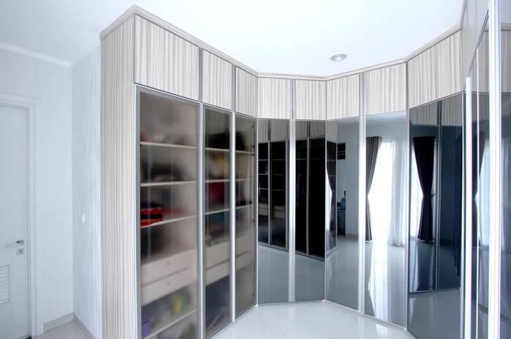 Apartment Royal:  Ruang Ganti by iwan 3Darc