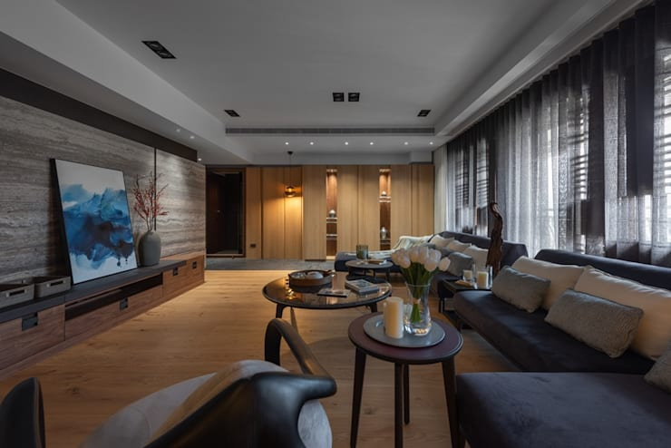 寬敞的客廳:  客廳 by 宸域空間設計有限公司