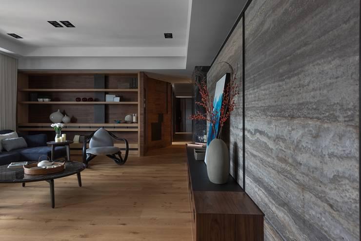 客廳另一視角:  客廳 by 宸域空間設計有限公司
