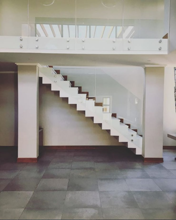 Modern Staircase:  Stairs by TOP CENTRE PROPERTIES GROUP (PTY) LTD
