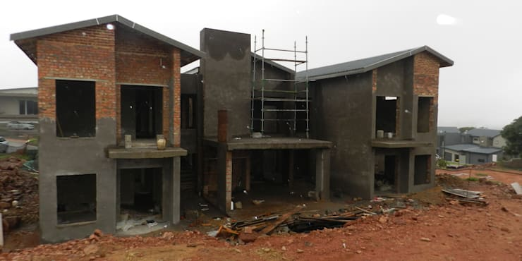 Modern Family Home:  Houses by TOP CENTRE PROPERTIES GROUP (PTY) LTD