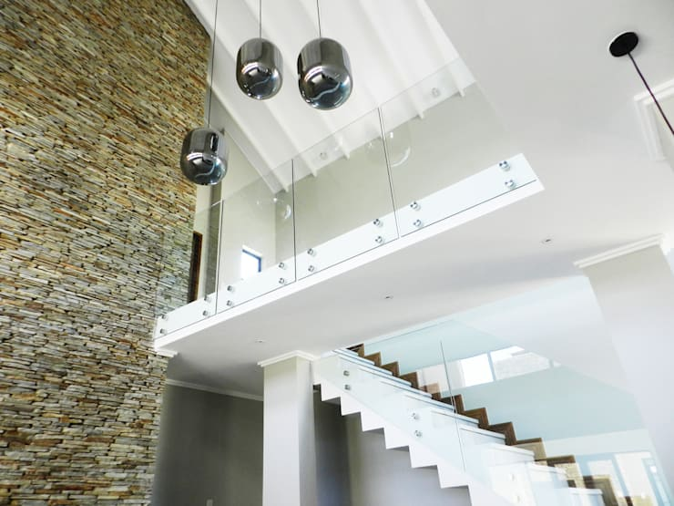 Staircase designs:  Stairs by TOP CENTRE PROPERTIES GROUP (PTY) LTD