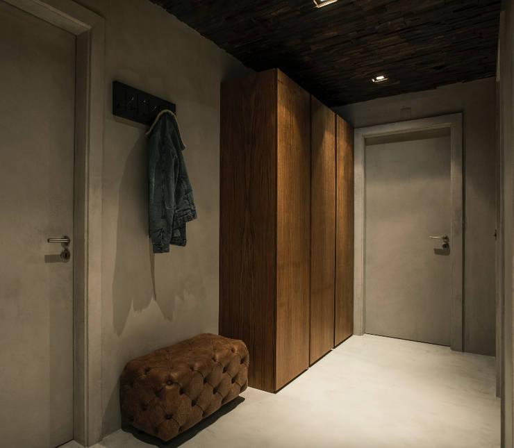 ระเบียงและโถงทางเดิน โดย Santiago | Interior Design Studio , อินดัสเตรียล
