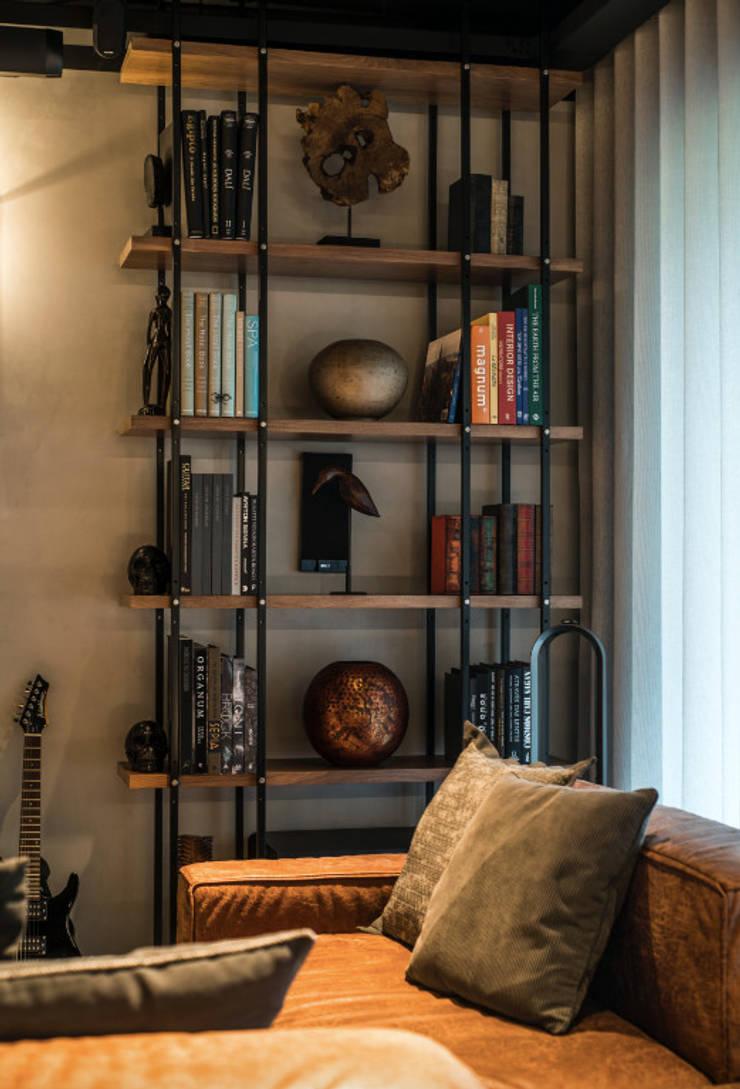 ห้องนั่งเล่น โดย Santiago | Interior Design Studio , อินดัสเตรียล
