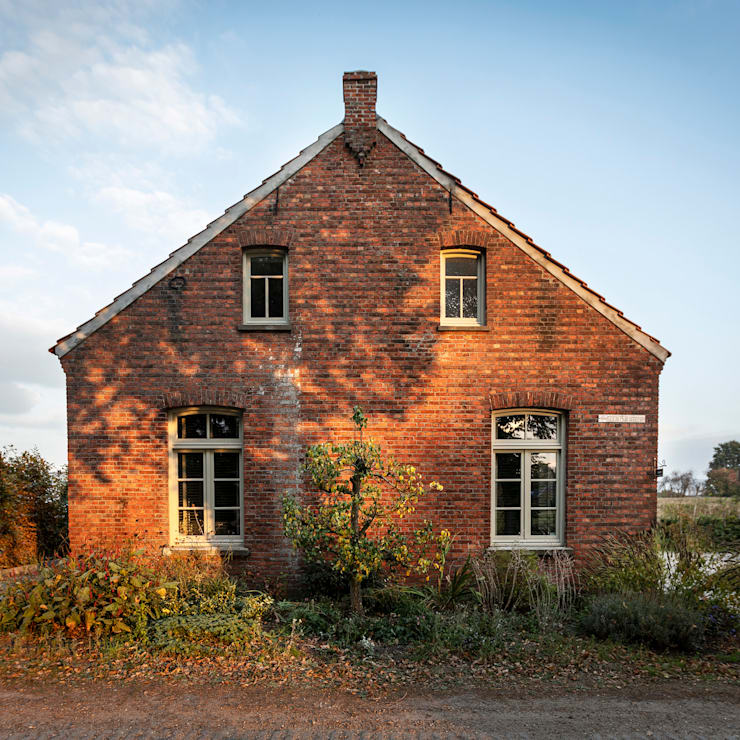 Voorgevel:  Buitenhuis door De Nieuwe Context, Landelijk Stenen