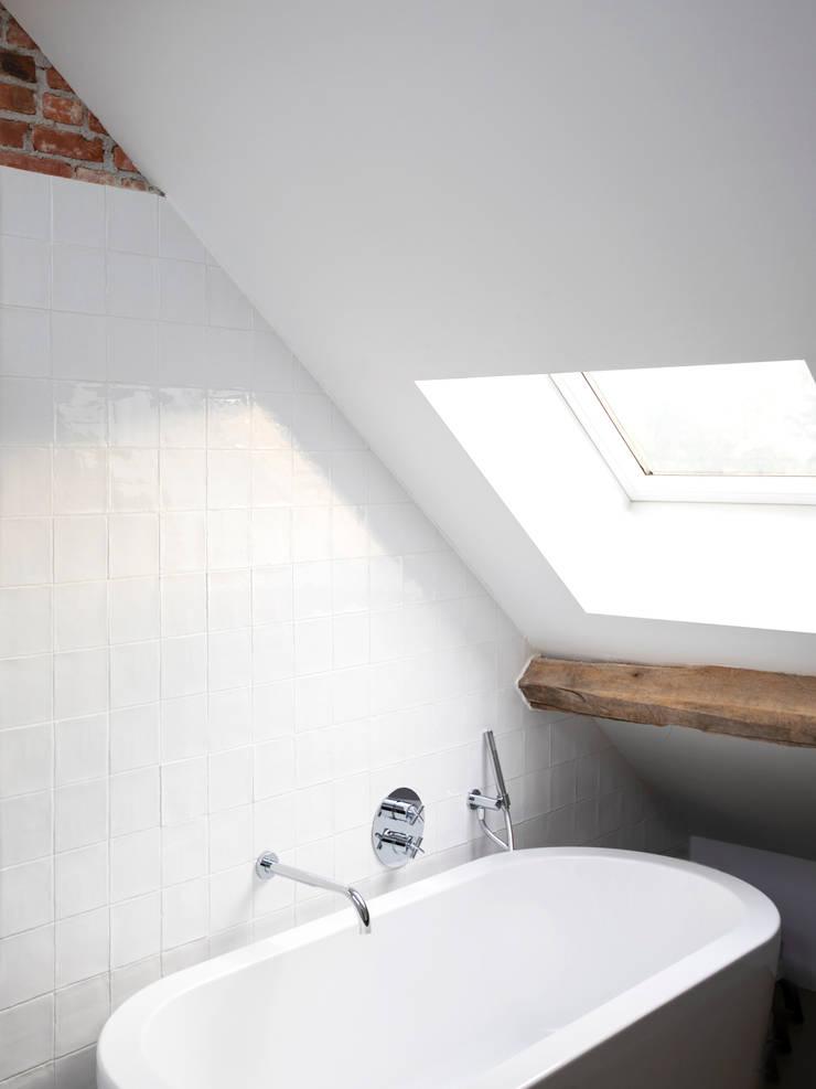 Badkamer:  Badkamer door De Nieuwe Context, Industrieel Keramiek