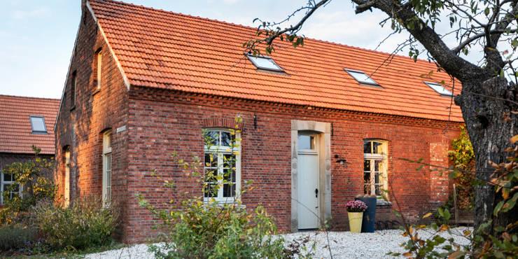 Zijgevel:  Buitenhuis door De Nieuwe Context, Industrieel Stenen