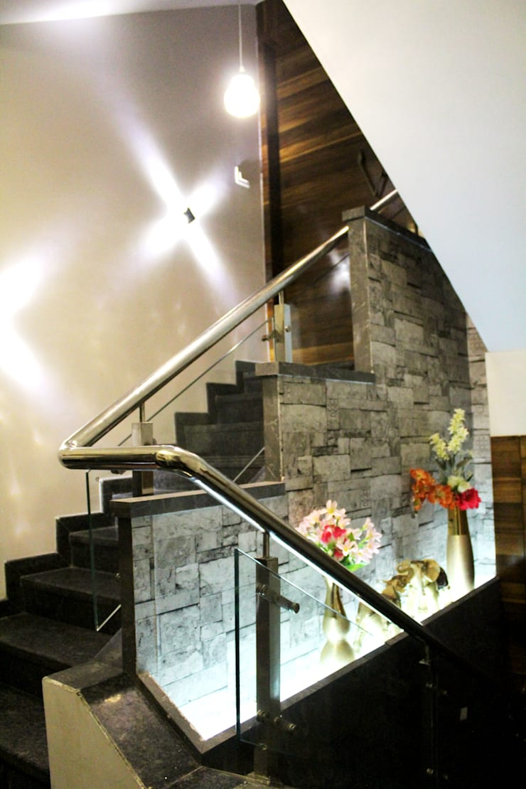 Chandaliya residence :  Stairs by Suvarna RESHA Architect  & Interior  Designer studio