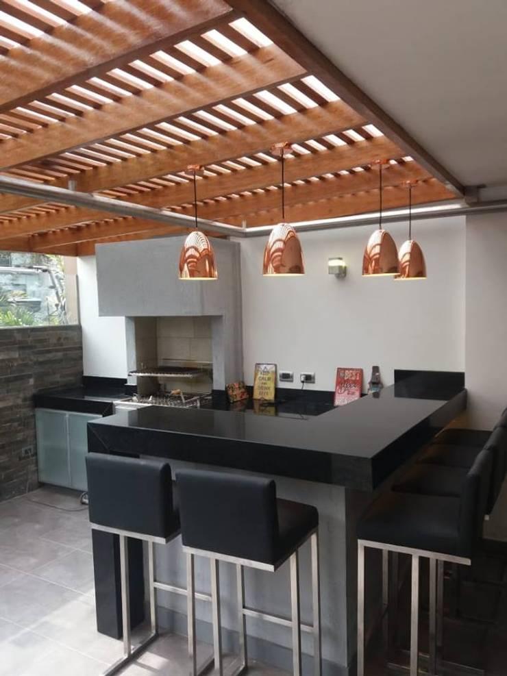 Proyecto <q>Del Pinar</q> en San Borja Balcones y terrazas minimalistas de MIMETIKA Minimalista