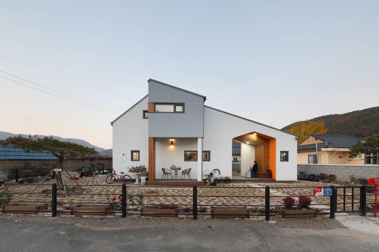 울산미호집 야경: 주택설계전문 디자인그룹 홈스타일토토의  전원 주택,모던 우드 우드 그레인
