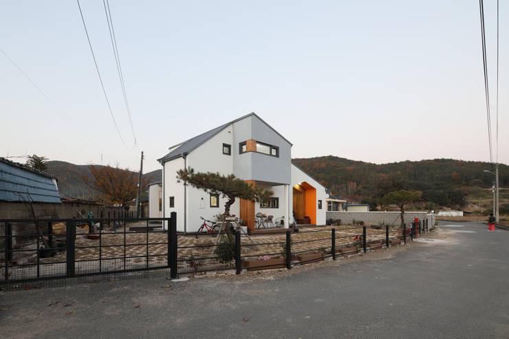 울산미호집 전경: 주택설계전문 디자인그룹 홈스타일토토의  목조 주택,모던 우드 우드 그레인