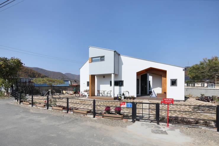 울산미호집 정면: 주택설계전문 디자인그룹 홈스타일토토의  전원 주택,모던 우드 우드 그레인