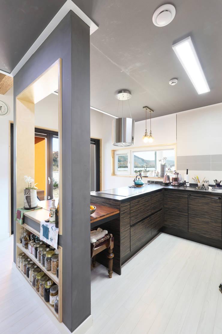 울산미호집 주방: 주택설계전문 디자인그룹 홈스타일토토의  주방 설비,모던 우드 우드 그레인