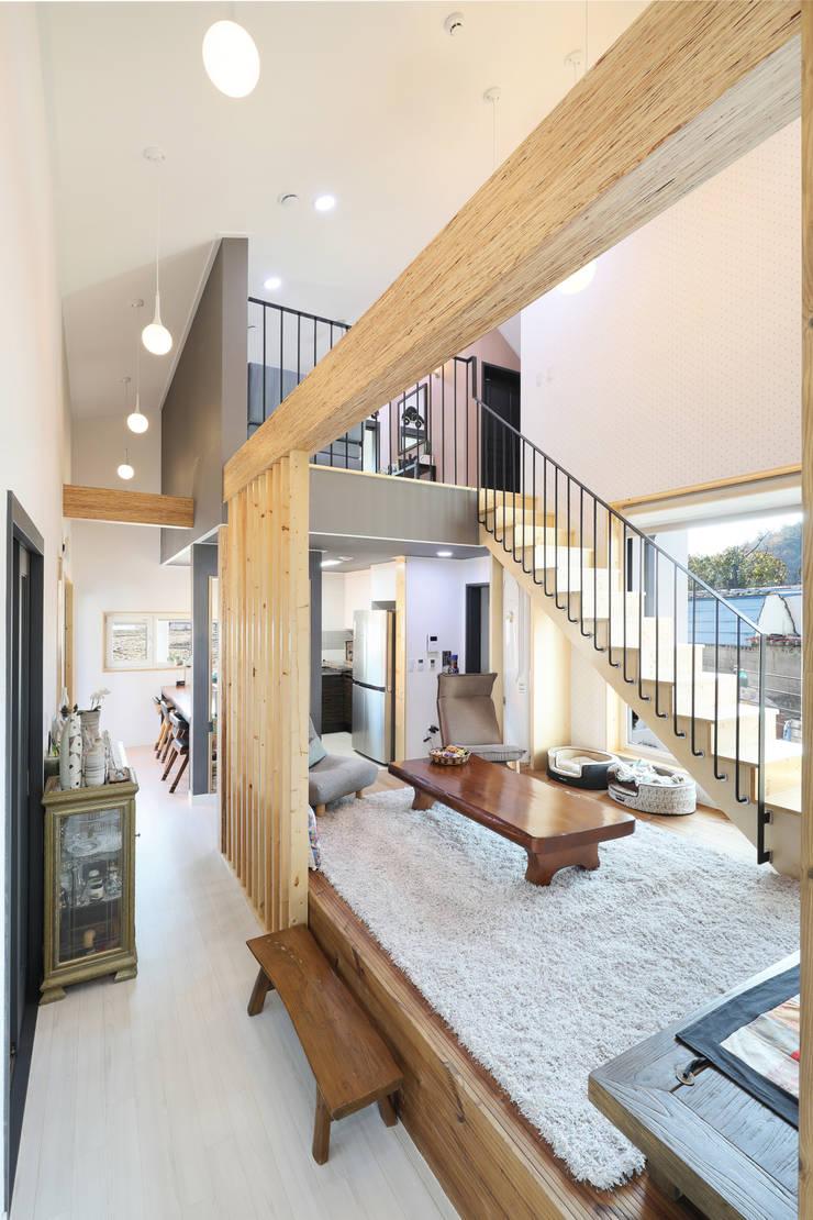 울산미호집 튓마루거실: 주택설계전문 디자인그룹 홈스타일토토의  거실,모던 우드 우드 그레인
