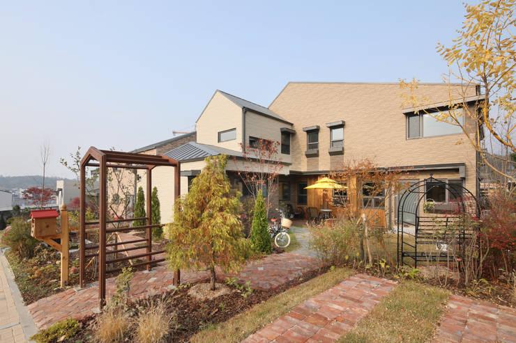 원주 반곡동주택 외경: 주택설계전문 디자인그룹 홈스타일토토의  전원 주택